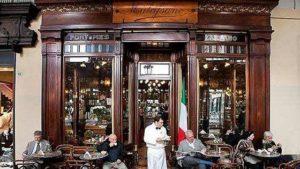 La facciata del bar Mulassano a Torino.
